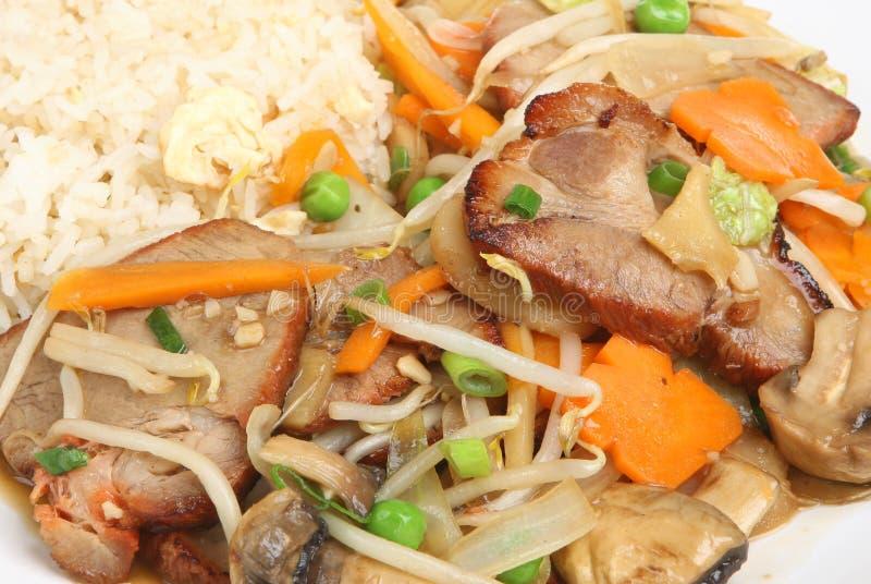 Porco cinese con le verdure & il riso fotografia stock