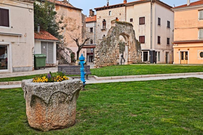 Porec, Istria, Croácia: canto pitoresco na cidade velha foto de stock