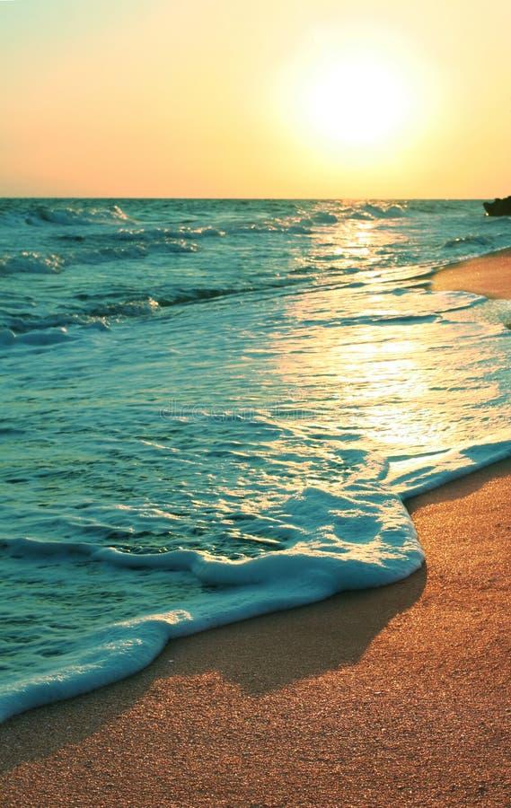 Pores do sol do mar