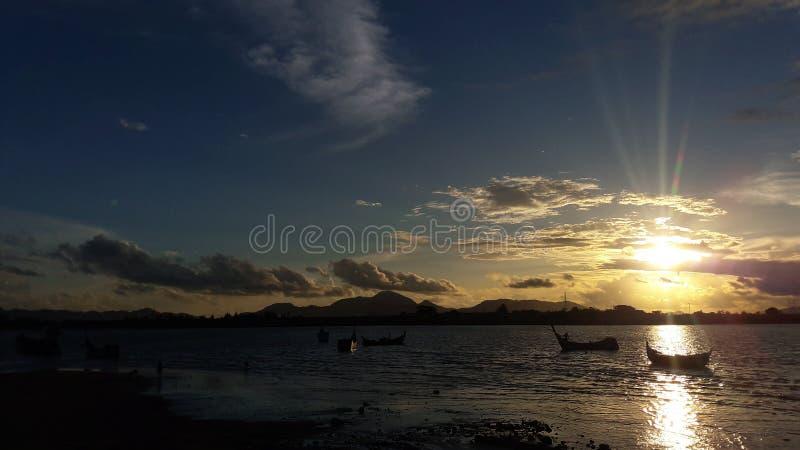 pores do sol em Banda Aceh fotos de stock royalty free