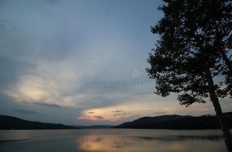pores do sol do lago imagem de stock royalty free