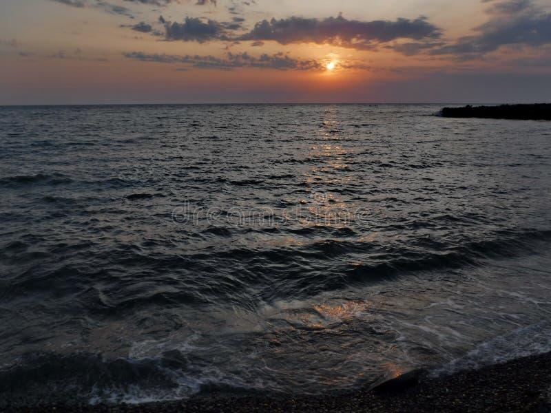 Pores do sol lindos do Mar Negro! A beleza irreal parece ser um evento ordinário fotografia de stock