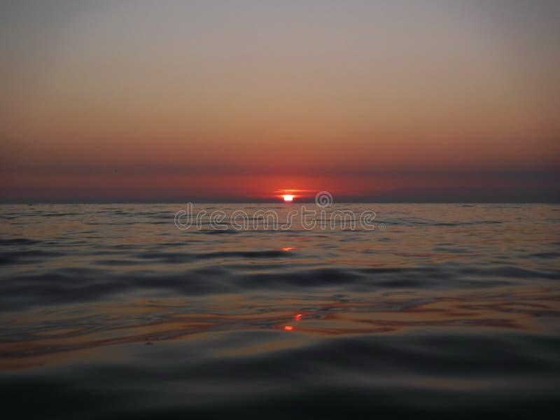 Pores do sol lindos do Mar Negro! A beleza irreal parece ser um evento ordinário fotos de stock royalty free