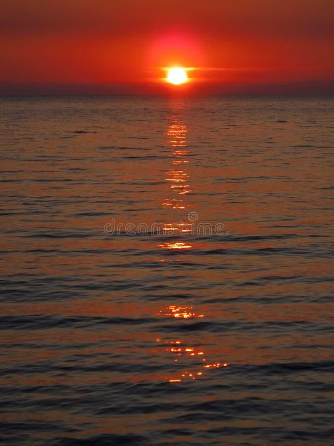 Pores do sol lindos do Mar Negro! A beleza irreal parece ser um evento ordinário foto de stock