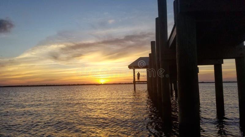 Pores do sol do rio imagens de stock royalty free