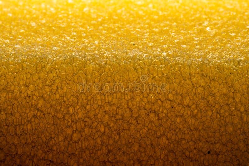 Poreuze textuur van spons Geel poreus sponsmateriaal Schuimrubbertextuur stock foto's