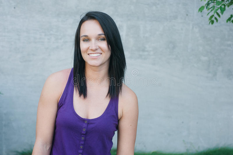 Poritrait μιας αρκετά νέας γυναίκας στοκ φωτογραφία με δικαίωμα ελεύθερης χρήσης