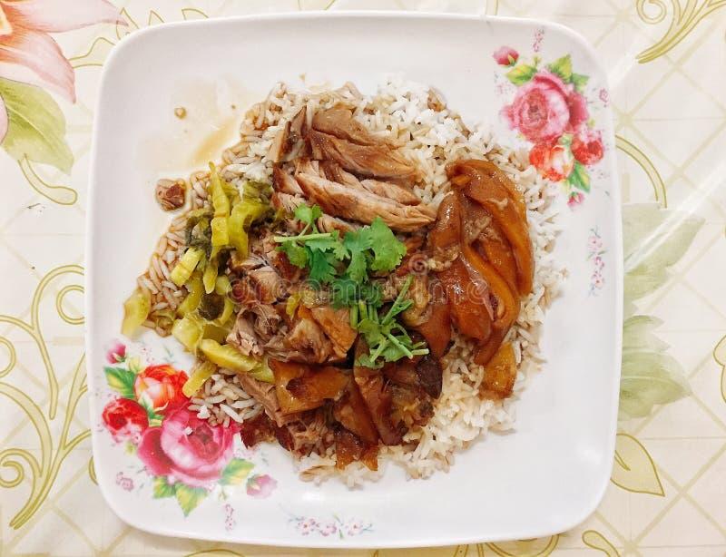 Pork Leg Rice - это один из видов уличных блюд, обычно встречающихся в Таиланде стоковые фотографии rf