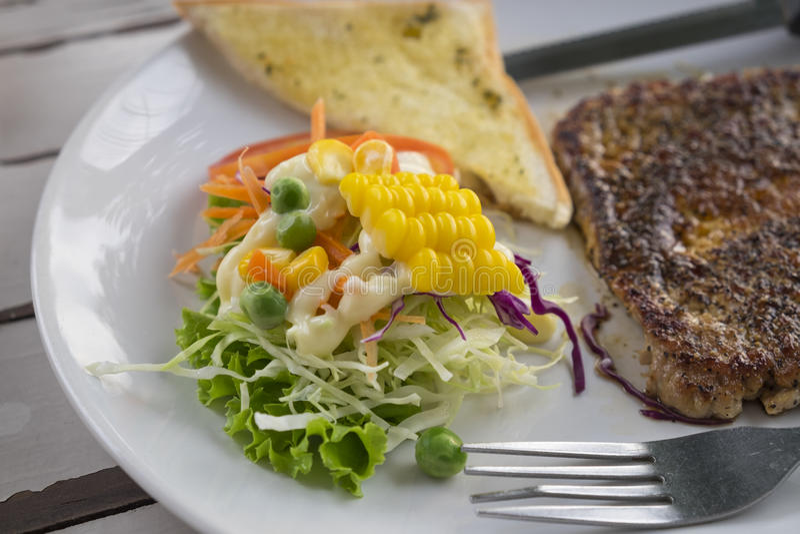 Porksteak med svartpeppar arkivbild