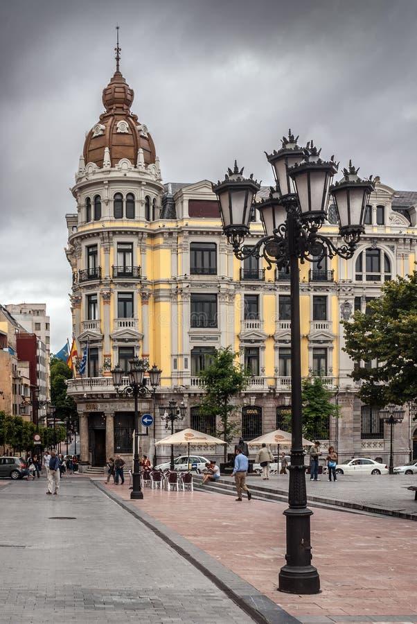 Porlier fyrkant i Oviedo fotografering för bildbyråer