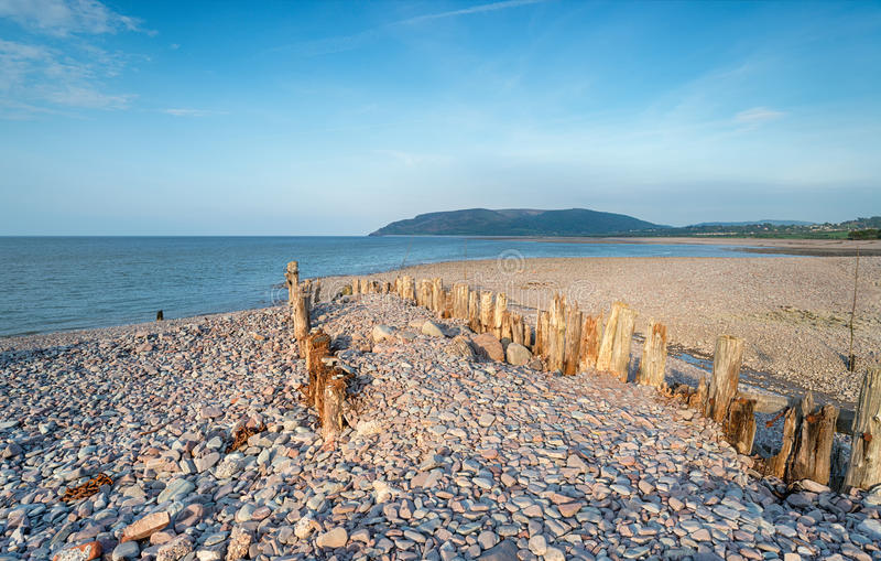 Porlock测流堰的Pebble海滩 免版税库存图片