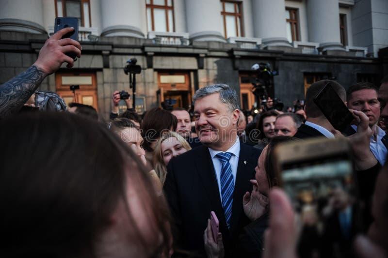 Poroshenko tackade ukrainare som kom att tacka honom och st?tta honom royaltyfri fotografi