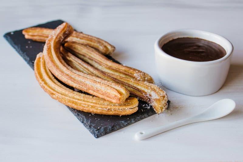 Porras Spagna del cioccolato di raggiro di Churros fotografie stock