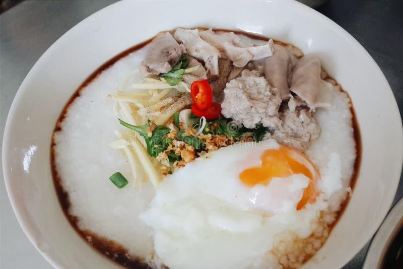 Porridge del riso con carne di maiale (Congee) fotografia stock libera da diritti