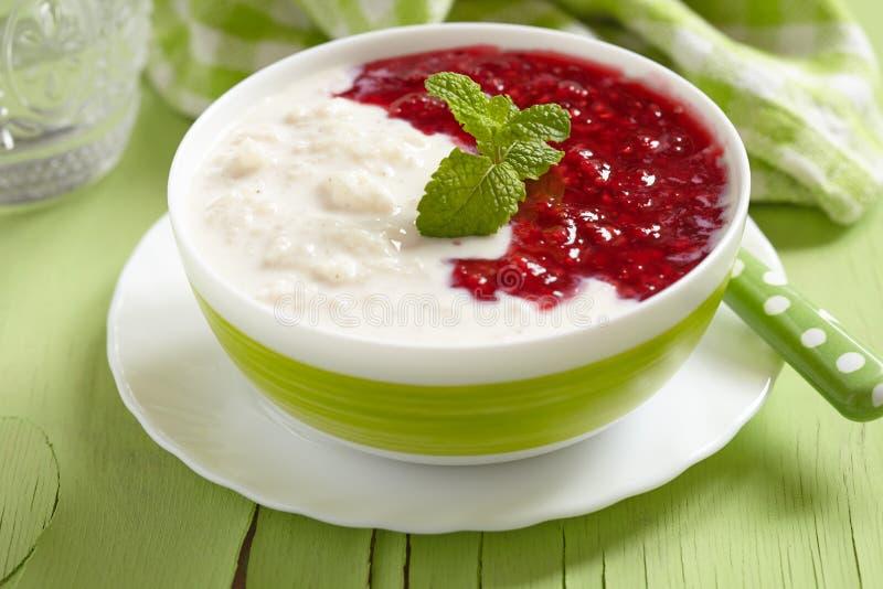 Porridge del riso con latte di cocco immagine stock