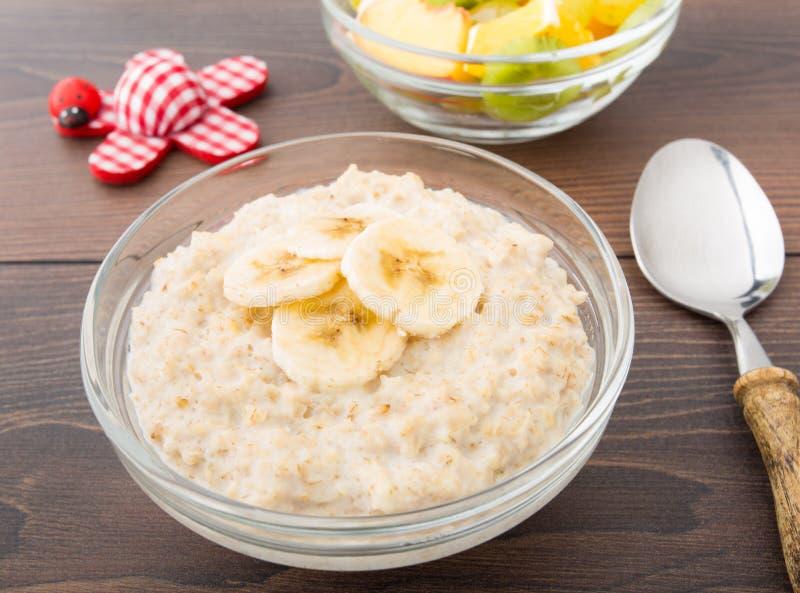 Porridge dell'avena con la banana fotografia stock