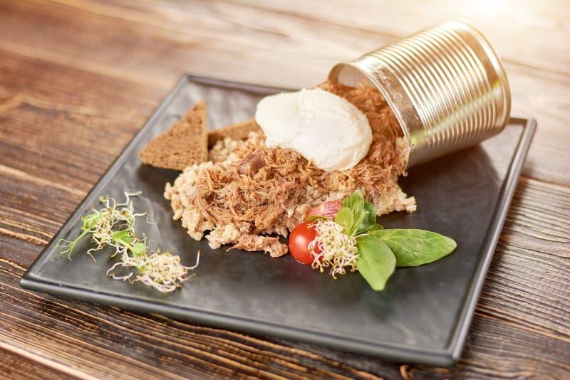 Porridge dell'orzo perlato con carne e salsa fotografia stock libera da diritti