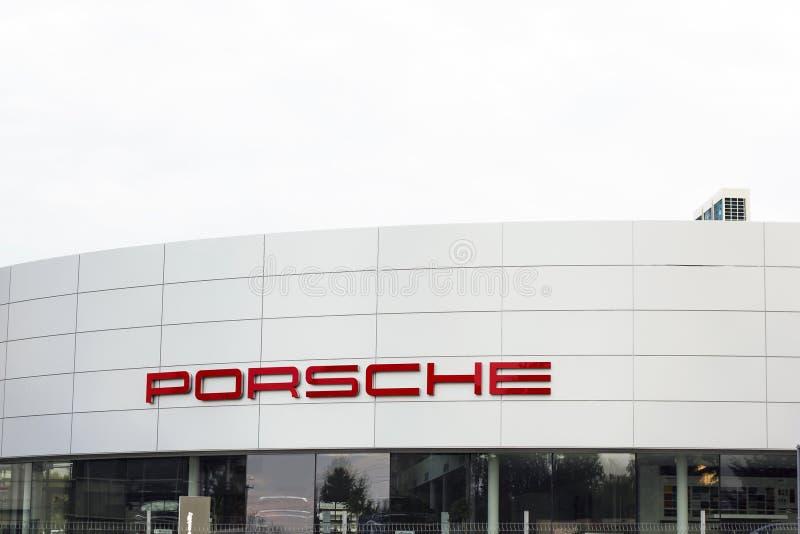 Porsche återförsäljare i Lviv, Ukraina royaltyfri bild