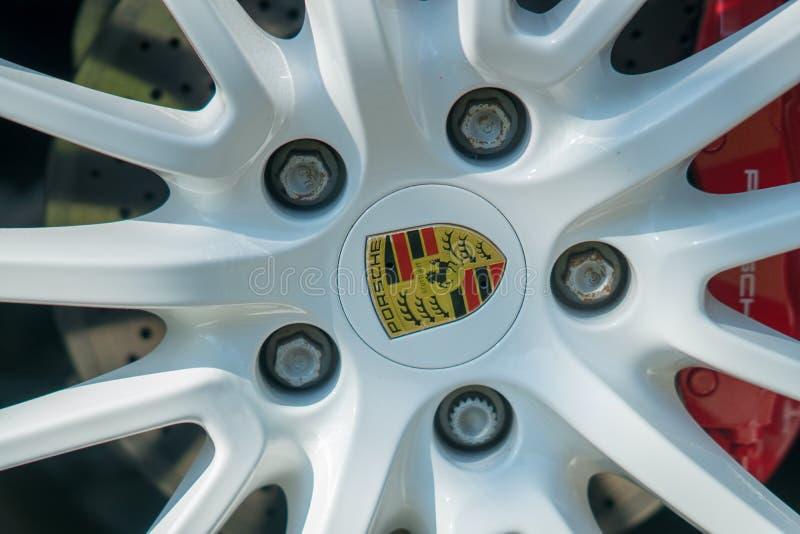 Porsche-Autoemblem stockfotografie