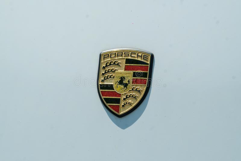 Porsche-Autoemblem stockfoto