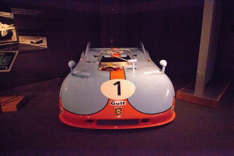 Porsche 1971 azul e alaranjado 908/3 de protótipo imagens de stock