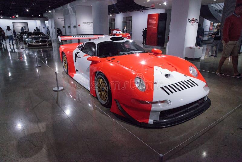 Porsche bianco e rosso 1997 911 GT1 immagini stock