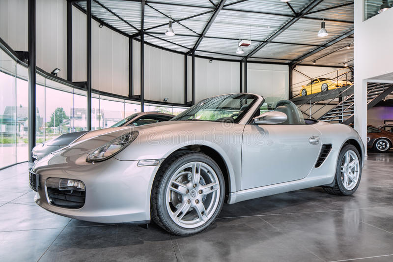 Porsche Boxster kabriolet w sala wystawowej, Turnhout, Belgia obraz stock