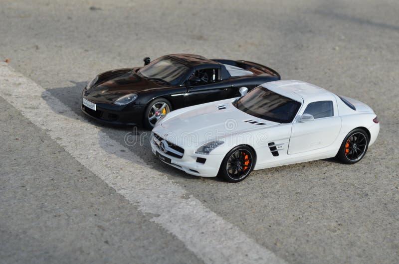 Porsche Carrera GT & Mercedes Benz SLS AMG hanno fuso sotto pressione i modelli fotografie stock
