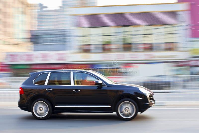 Porsche Cayenne affrettante a Pechino fotografie stock