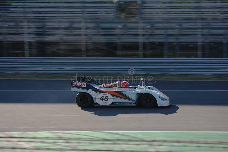Porsche clássico 908 no circuito de Monza foto de stock