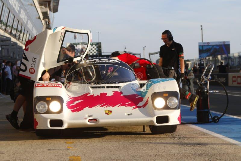 Porsche in der Boxengasse lizenzfreie stockbilder