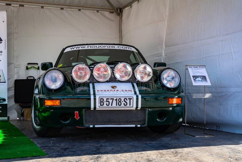 Porsche 911 in der montjuic Geist Barcelona-Stromkreisautoshow stockbilder
