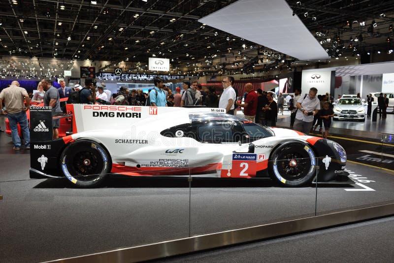 Porsche 919 hybride sportscar ist auf Dubai-Autoausstellung 2017 stockbild