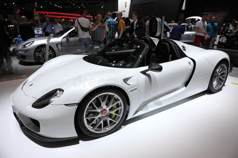 Porsche-Kreuzung sportscar lizenzfreie stockfotografie