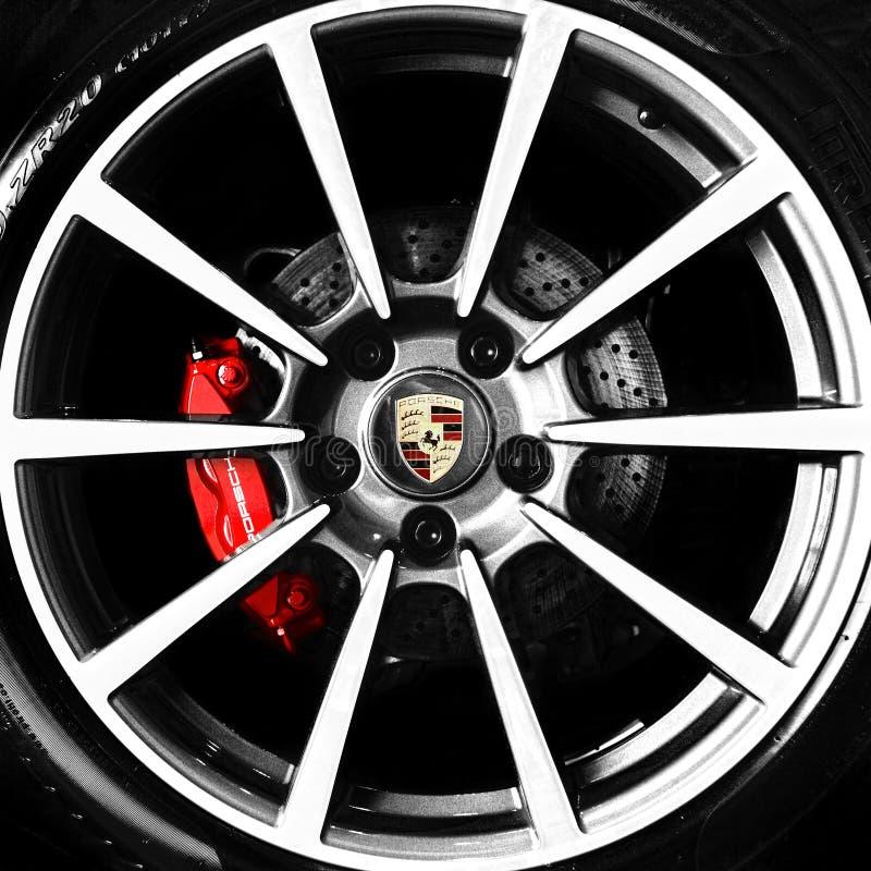 Porsche-Legierungsrad und -emblem lizenzfreie stockfotografie