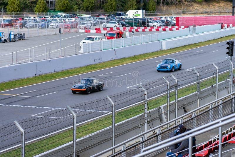 Porsche 911 Lotus Elan en la demostraci?n de coche montjuic del circuito de Barcelona del alcohol foto de archivo
