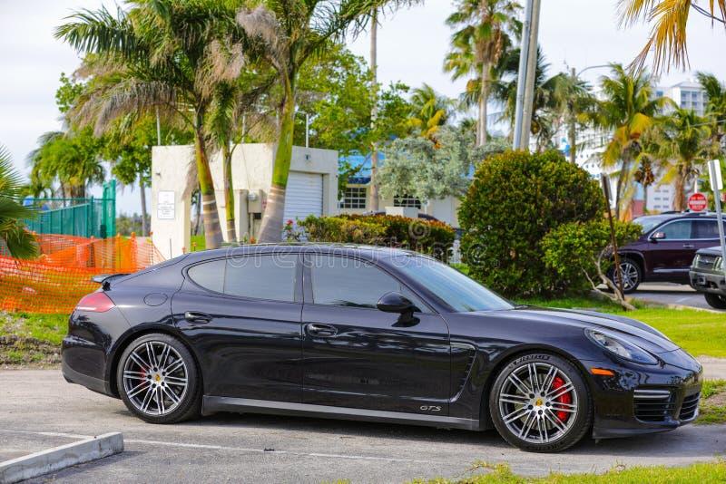 Porsche 2016 Panamera GTS folâtre la berline photo libre de droits