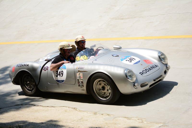 Download Porsche 1955 550 Spyder Chez Mille Miglia Image stock éditorial - Image du cuvette, chicane: 76086929
