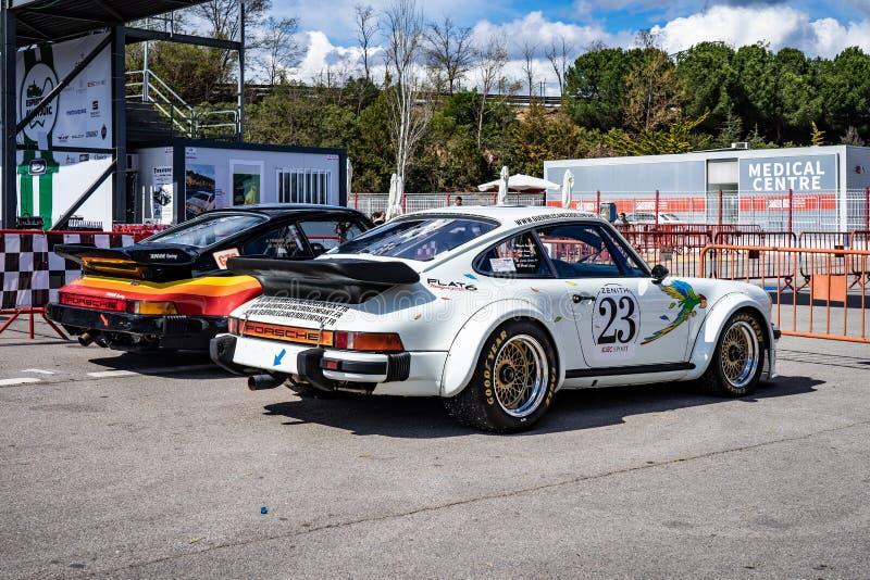 Porsche 930 turbo en la demostraci?n de coche montjuic del circuito de Barcelona del alcohol fotos de archivo