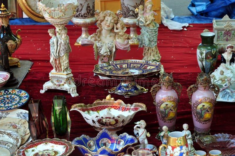 Porselein antieke voorwerpen stock afbeeldingen
