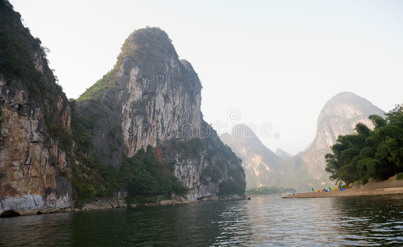 porslinguilin berg arkivbild
