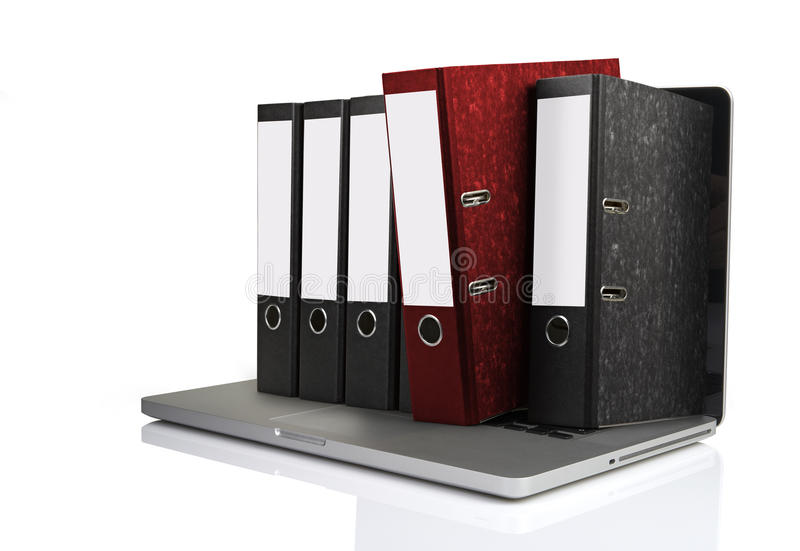 Portátil com alguns dobradores que saem da tela imagens de stock royalty free
