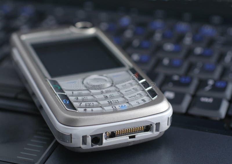 Portátil e telefone móvel fotografia de stock