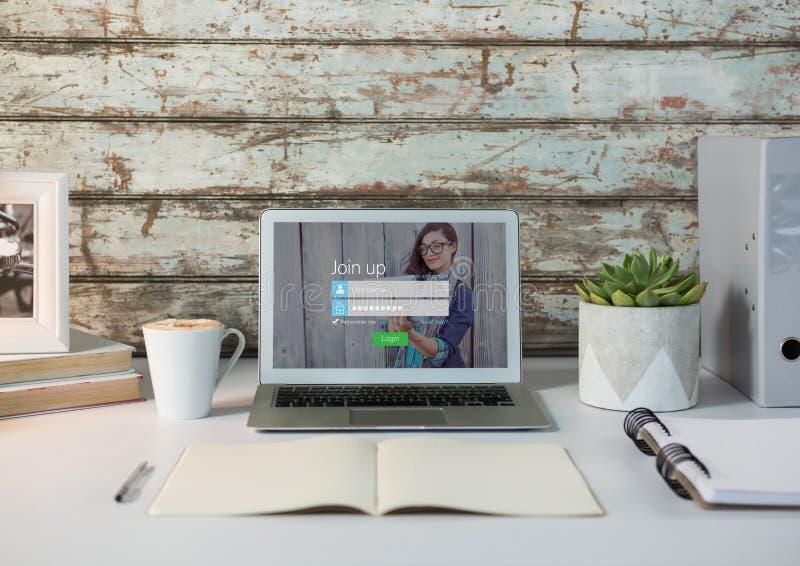Portátil em uma mesa branca com parede de madeira Tela de início de uma sessão - username & senha imagens de stock royalty free