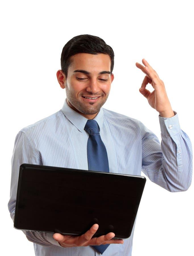 Portátil feliz do homem de negócios excelente foto de stock