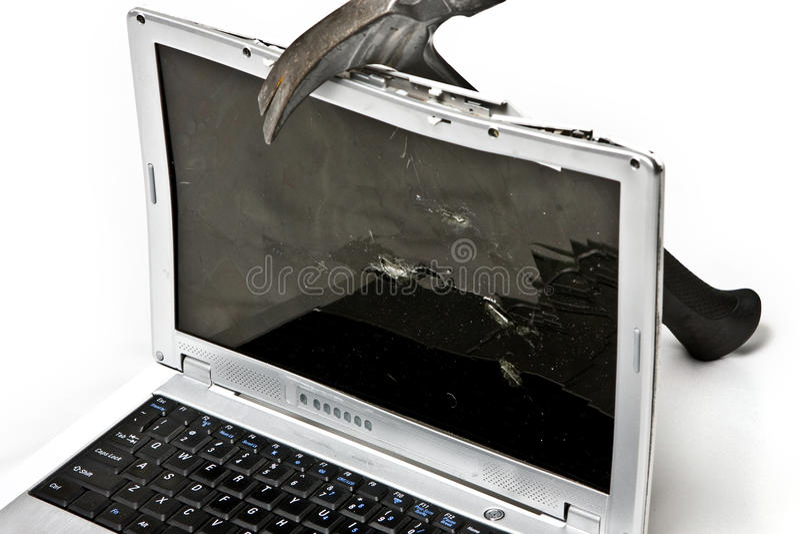 Portátil golpeado com martelo fotos de stock royalty free
