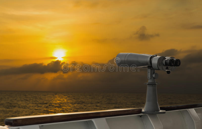 Portée sur un bateau pour la surveillance photos stock