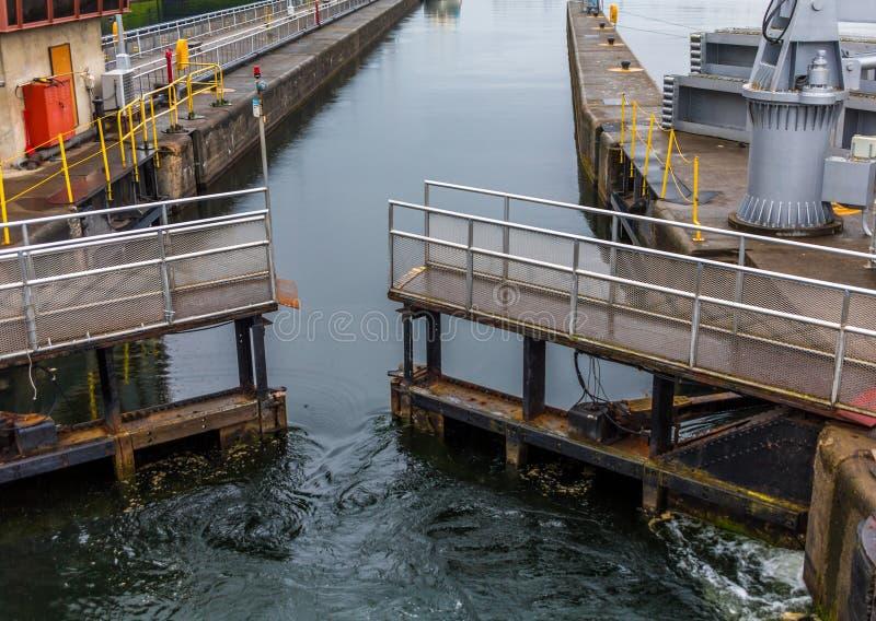 Portöppning i Ballard Locks arkivbild