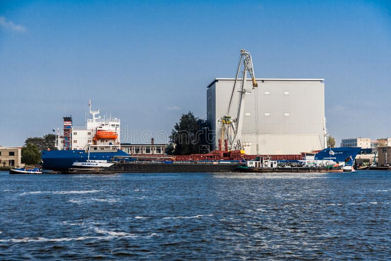 Port Amsterdam linia horyzontu obrazy royalty free