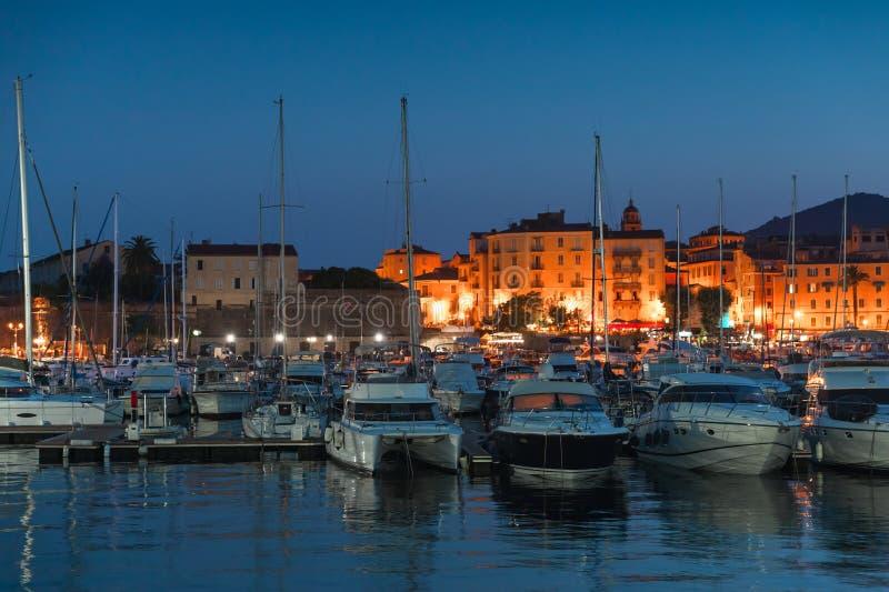 Port av Ajaccio på natten, Korsika ö royaltyfria bilder